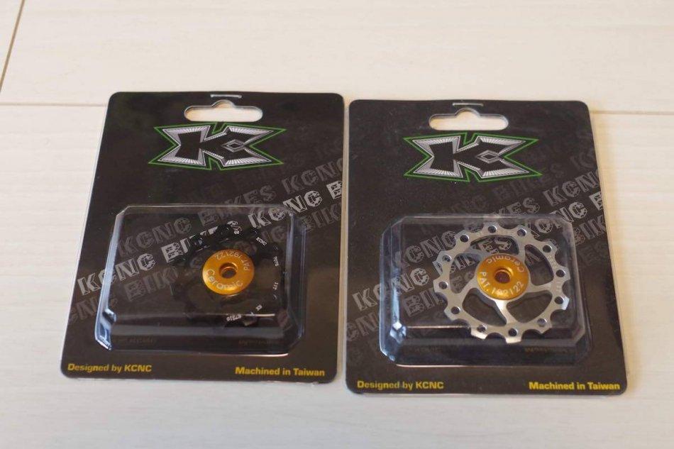 KCNC製セラミックジョッキーホイール。11T(ブラック)と12T(シルバー)、写真に写っていないが11T(ブラック)は2つ購入