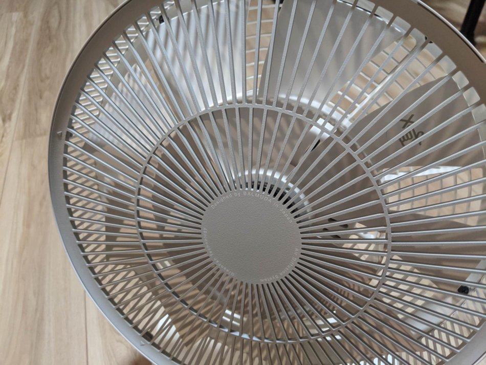 バルミューダ扇風機の分解清掃、前ガードの取り外し