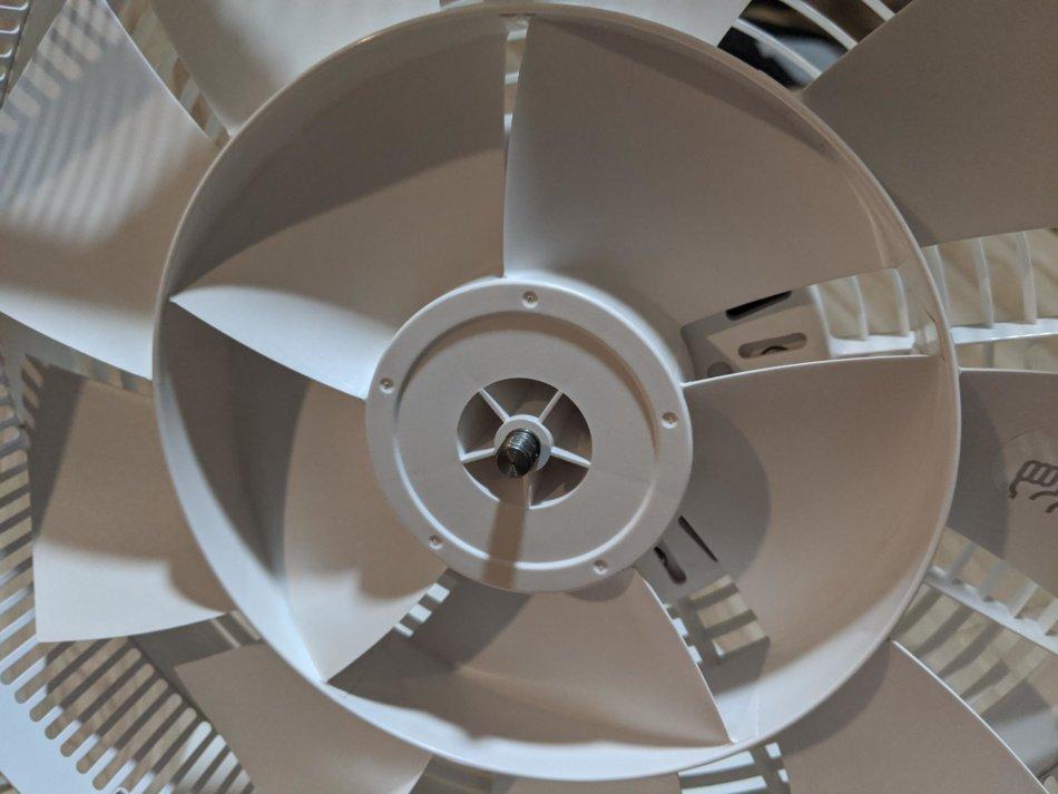 バルミューダ扇風機の分解清掃、ファンホルダーの取り外し