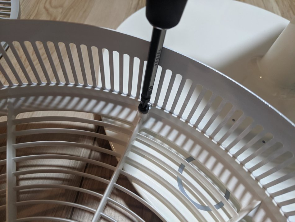 バルミューダ扇風機の分解清掃、サイドガードの分解