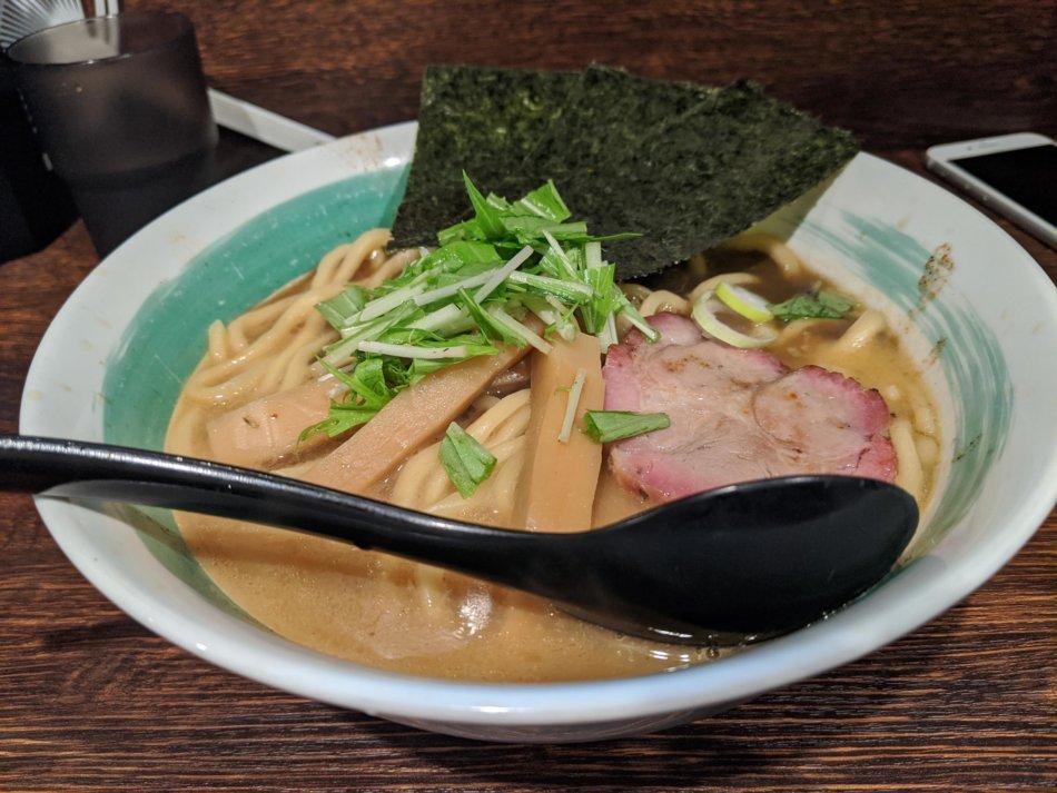 自家製麺 麺屋 利八:らぁめん(800円)