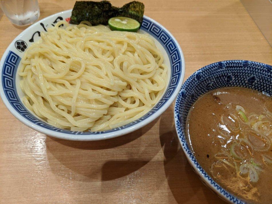 つじ田:つけ麺(880円/250g)+麺大盛り(120円/125g)、2020年8月6日に撮影